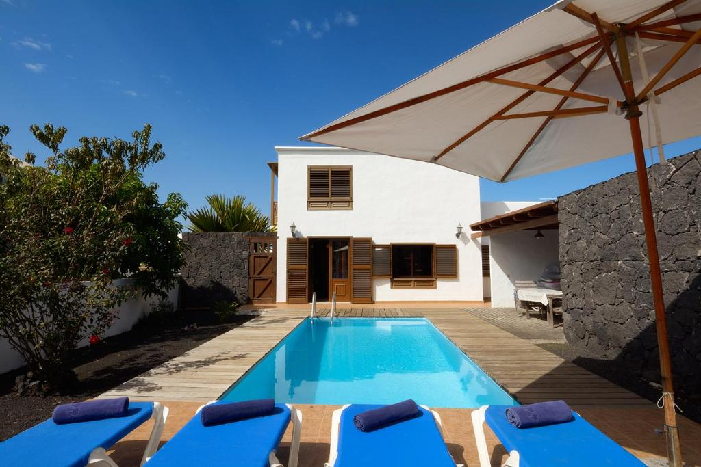 Villa Bene, Yaiza, Spain - Booking.com