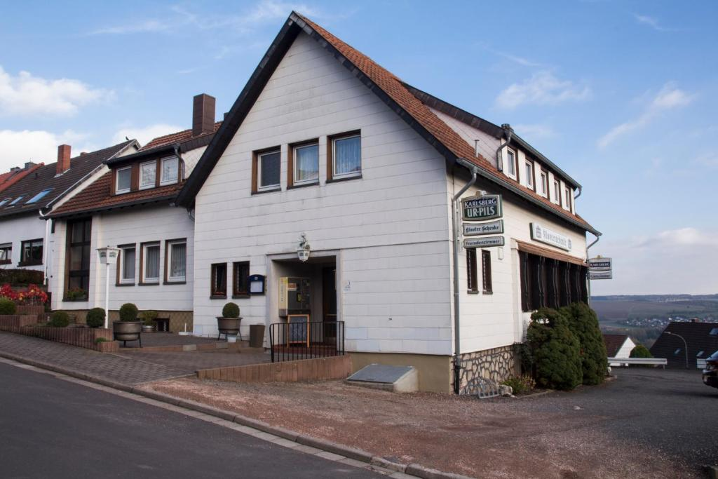 The facade or entrance of Pension Klosterschenke