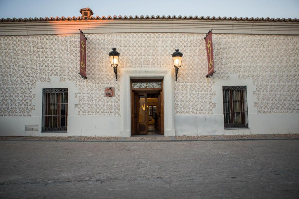 The facade or entrance of Posada Isabel de Castilla
