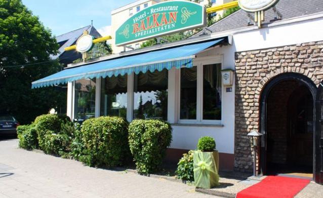 The facade or entrance of Hotel Restaurant Balkan
