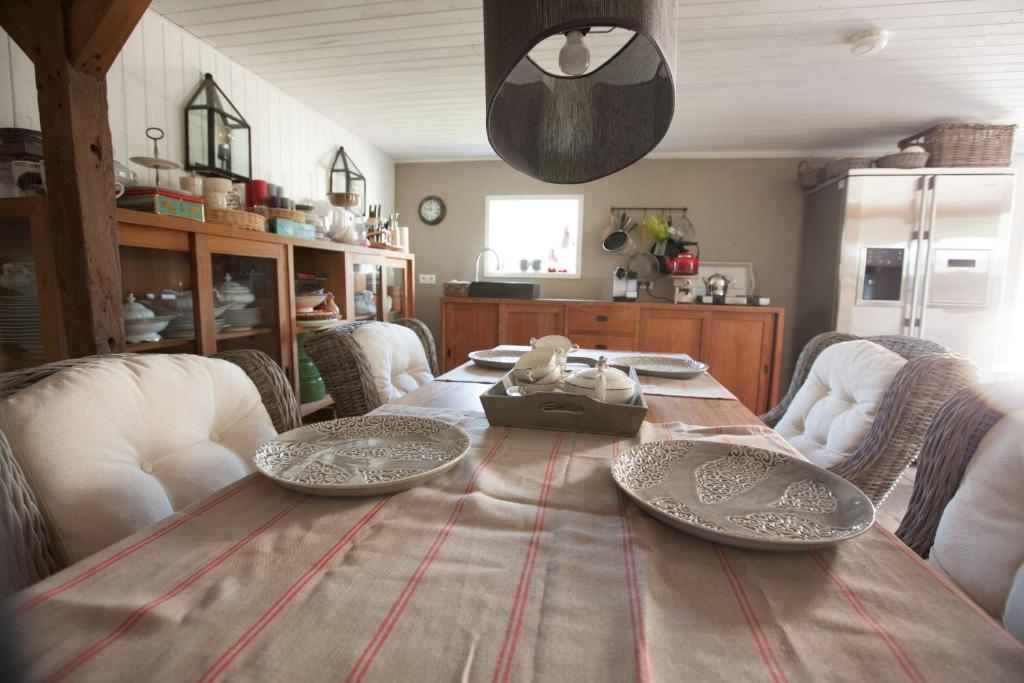 The lounge or bar area at Rietveld Cottage