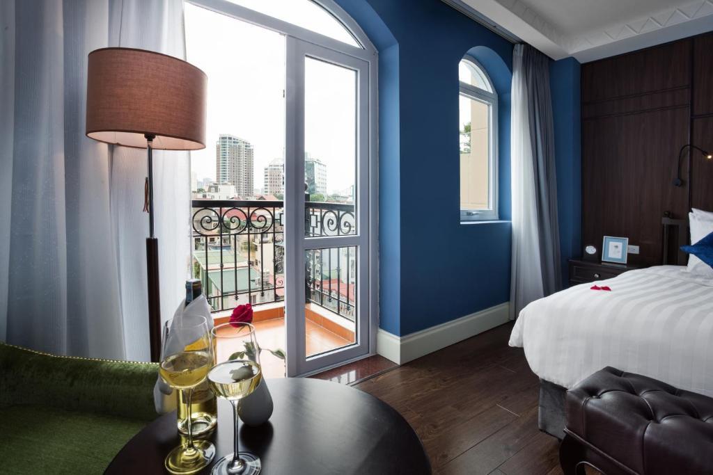 Suite Royal Nhìn Ra Thành Phố