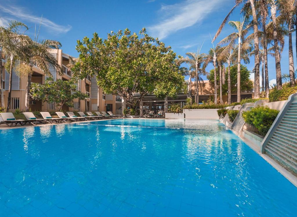 赫納恩麗景灣spa酒店游泳池或附近泳池