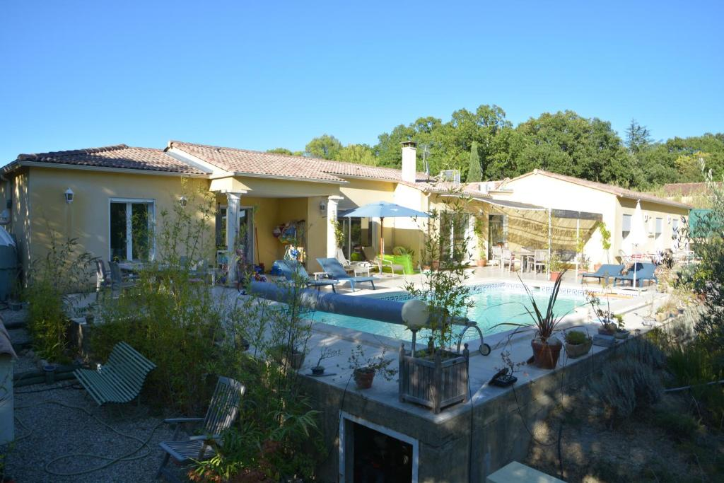 The swimming pool at or near La Maison de Catherine et Thierry