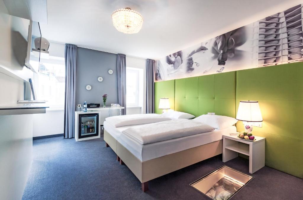 A bed or beds in a room at Boutique Hotel Donauwalzer