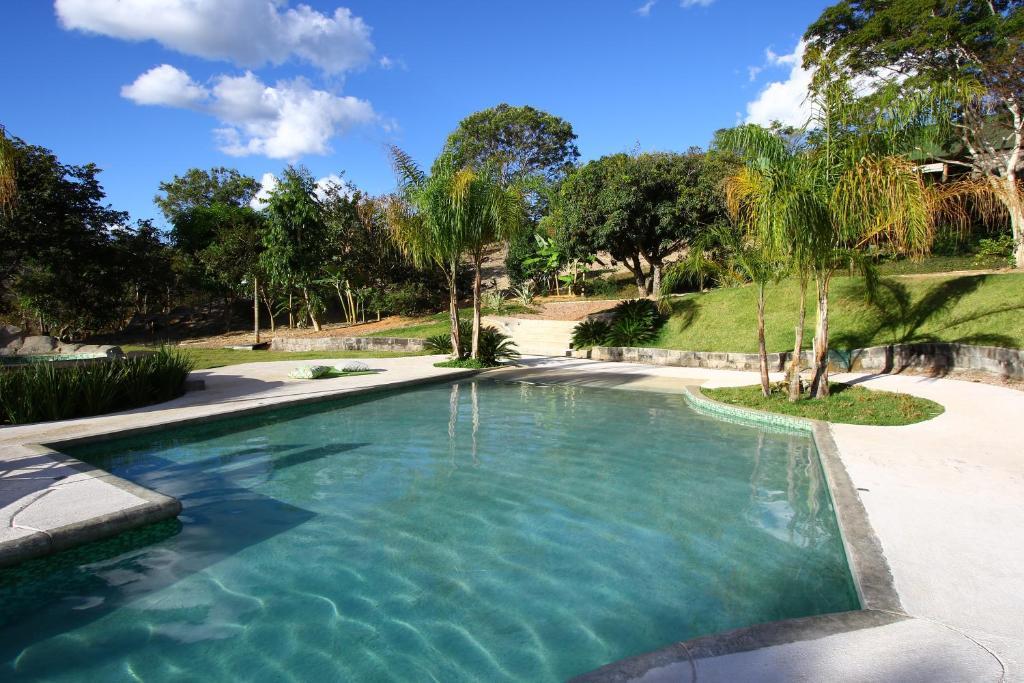 A piscina localizada em Baguá Pousada ou nos arredores