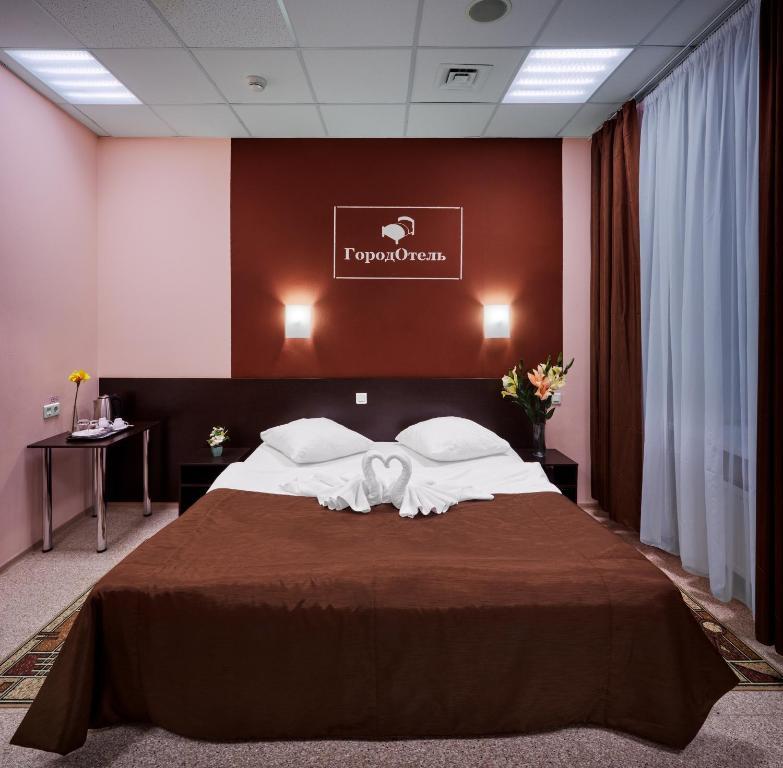 Кровать или кровати в номере ГородОтель на Киевском