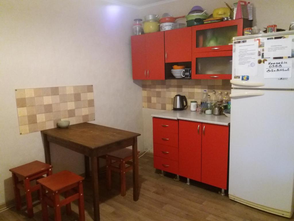 A kitchen or kitchenette at Hostel Uyutny