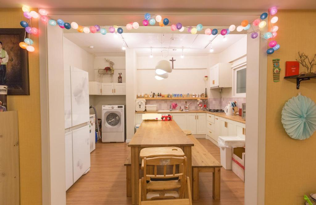 A kitchen or kitchenette at House Sarah in Gangnam