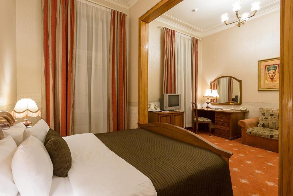 Кровать или кровати в номере Гостиница Будапешт