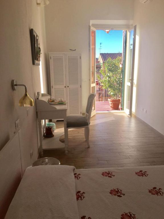 Guesthouse La Terrazza Sui Miracoli Pisa Italy Booking Com