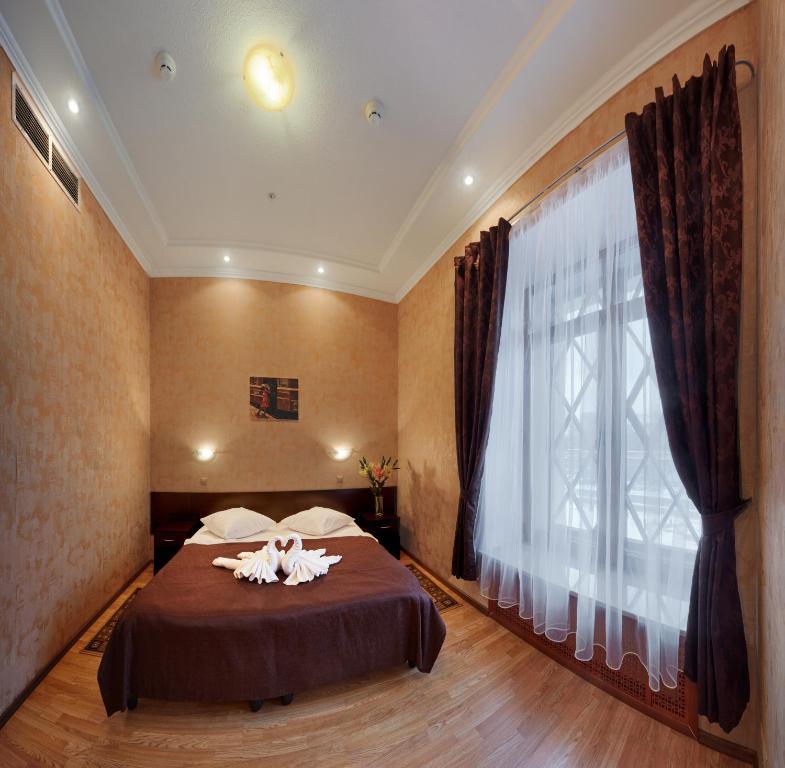 Кровать или кровати в номере ГородОтель на Казанском