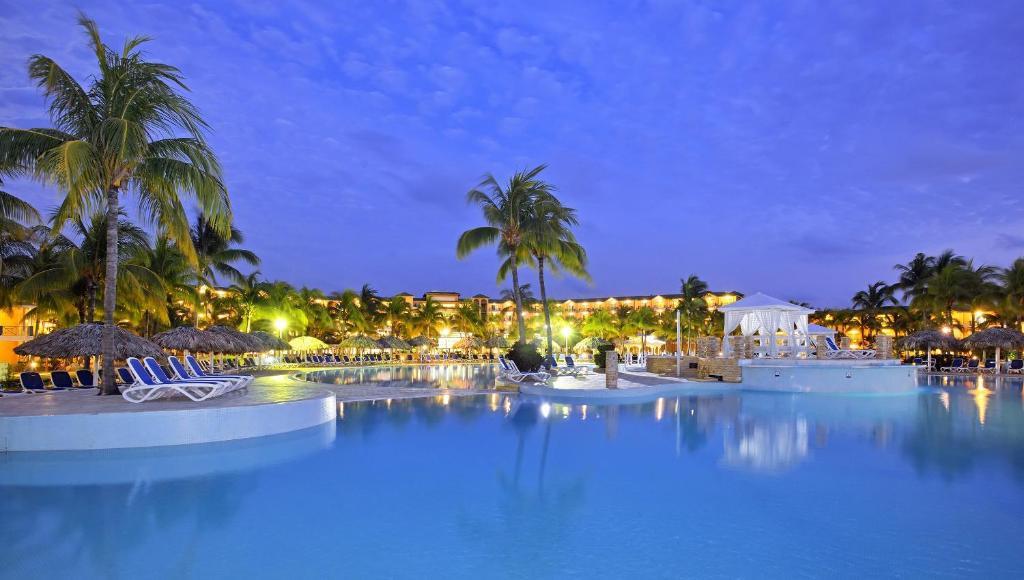 Бассейн в Melia las Antillas - Adults Only или поблизости
