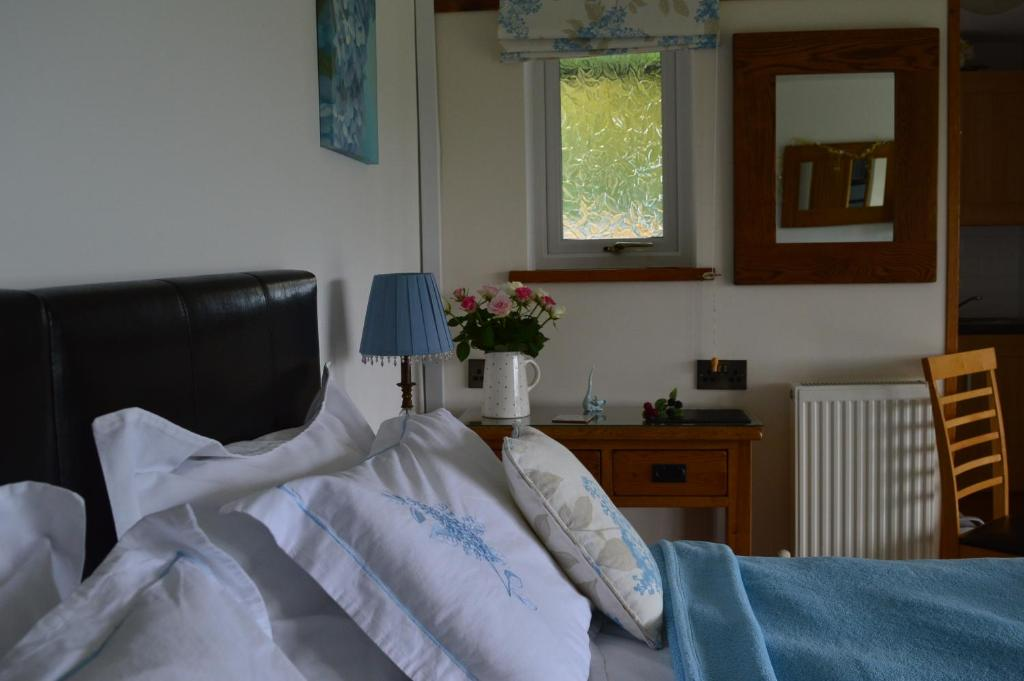 A bed or beds in a room at Smithfield Farm Bed & Breakfast