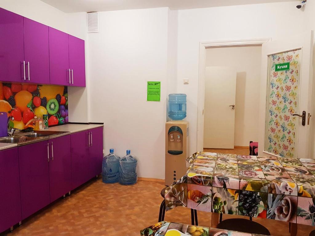 A kitchen or kitchenette at Hostel Uyt in Kursk