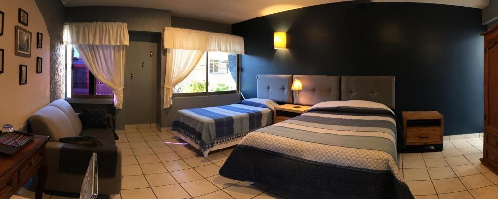 A bed or beds in a room at Casa de los Angeles B&B