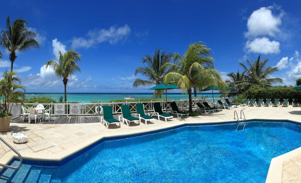 The swimming pool at or close to Coral Sands Beach Resort