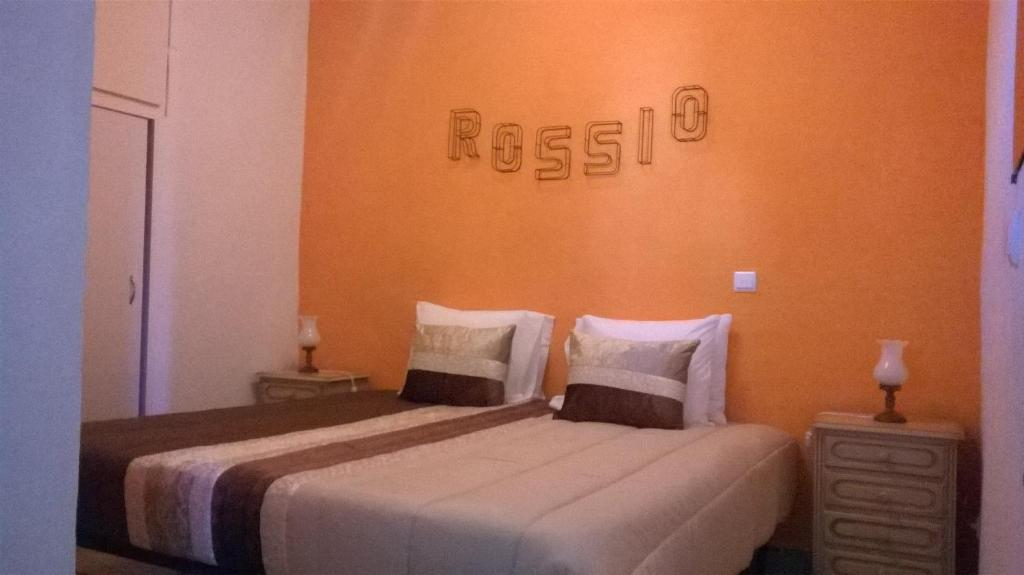 A bed or beds in a room at Refugio do Rossio