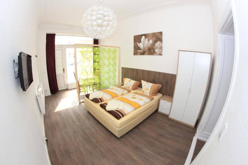 Ein Bett oder Betten in einem Zimmer der Unterkunft Schlaf(t)raum