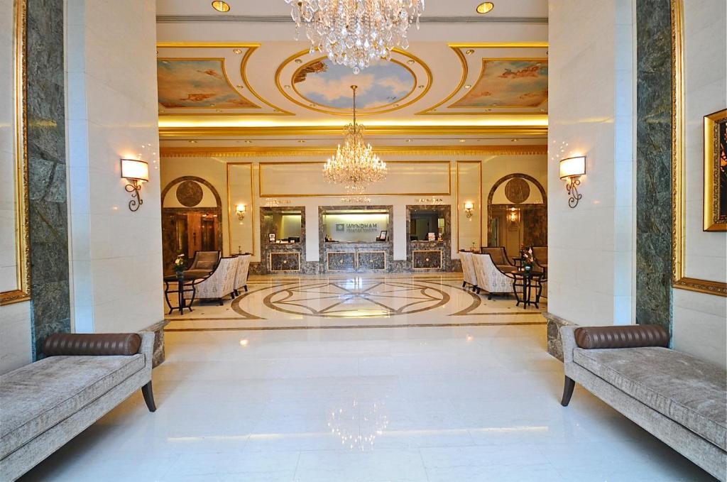 El vestíbulo o zona de recepción de Vacation Rental Suites at Royal Garden Waikiki