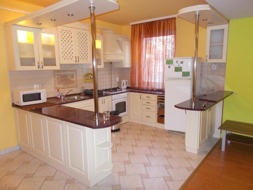 Nhà bếp/bếp nhỏ tại Lara Apartman