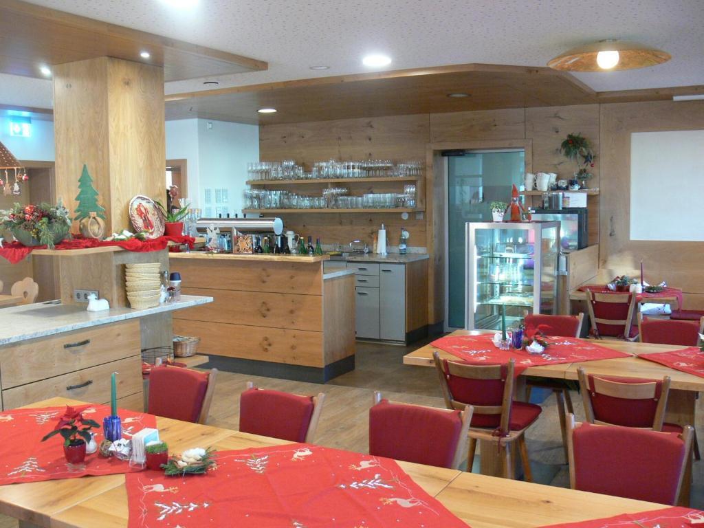 Ein Restaurant oder anderes Speiselokal in der Unterkunft Gasthof Engel