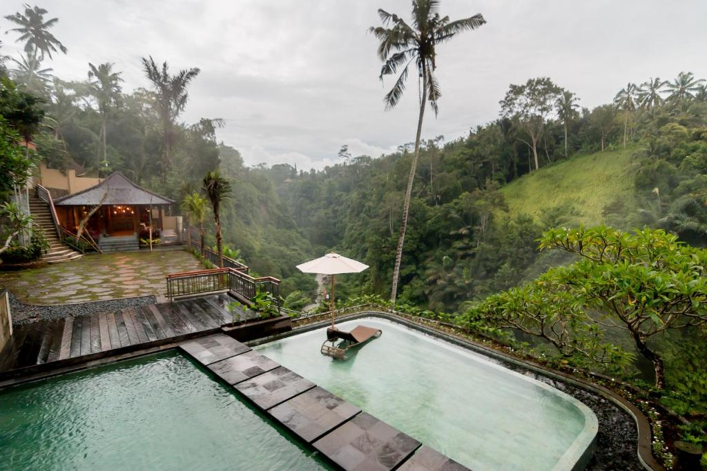 The swimming pool at or close to Ulun Ubud Resort
