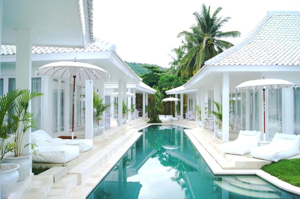 The swimming pool at or near Harmony Villas