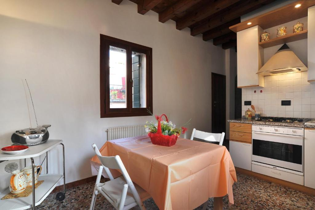 Restaurant ou autre lieu de restauration dans l'établissement Apartment sun Venice