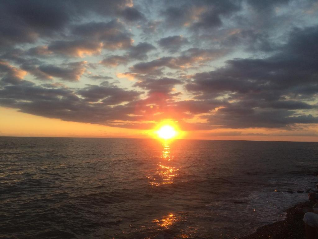 Вид на восход или закат из гостевого дома или места поблизости