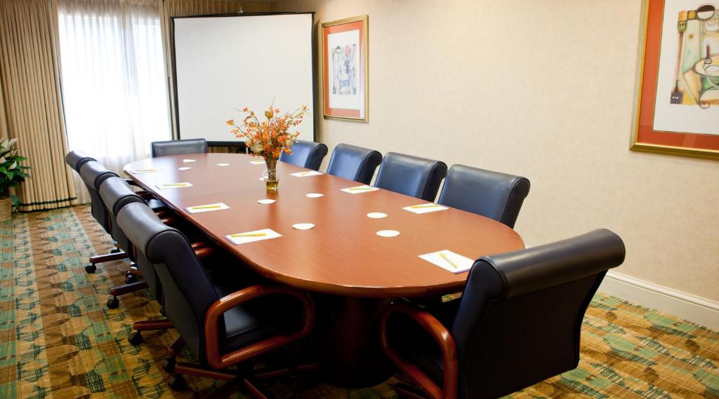 The business area and/or conference room at Hilton Garden Inn Secaucus/Meadowlands