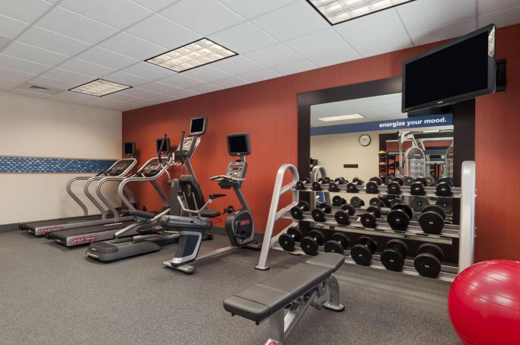 Das Fitnesscenter und/oder die Fitnesseinrichtungen in der Unterkunft Hampton Inn & Suites San Luis Obispo