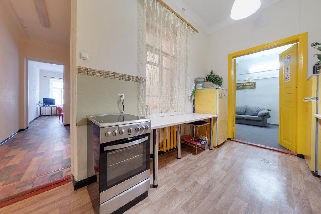 Кухня или мини-кухня в Хостел Централь