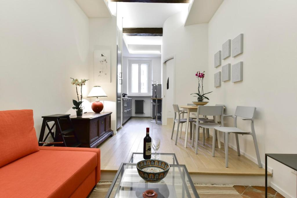 A seating area at Campo de' Fiori Brand New Apartment