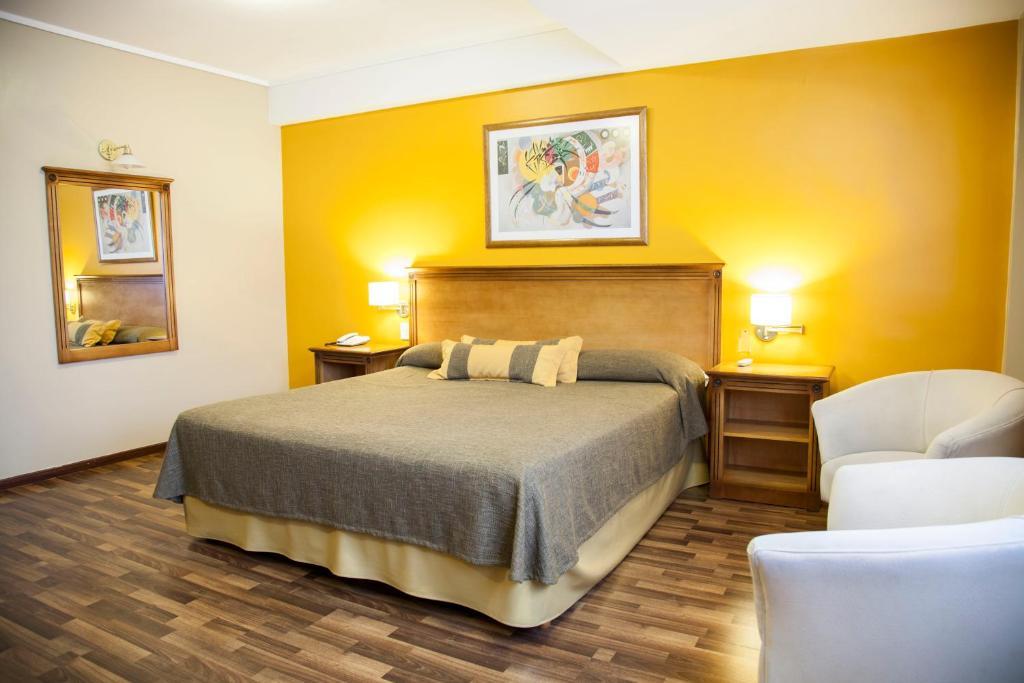 Cama ou camas em um quarto em Tritone Hotel