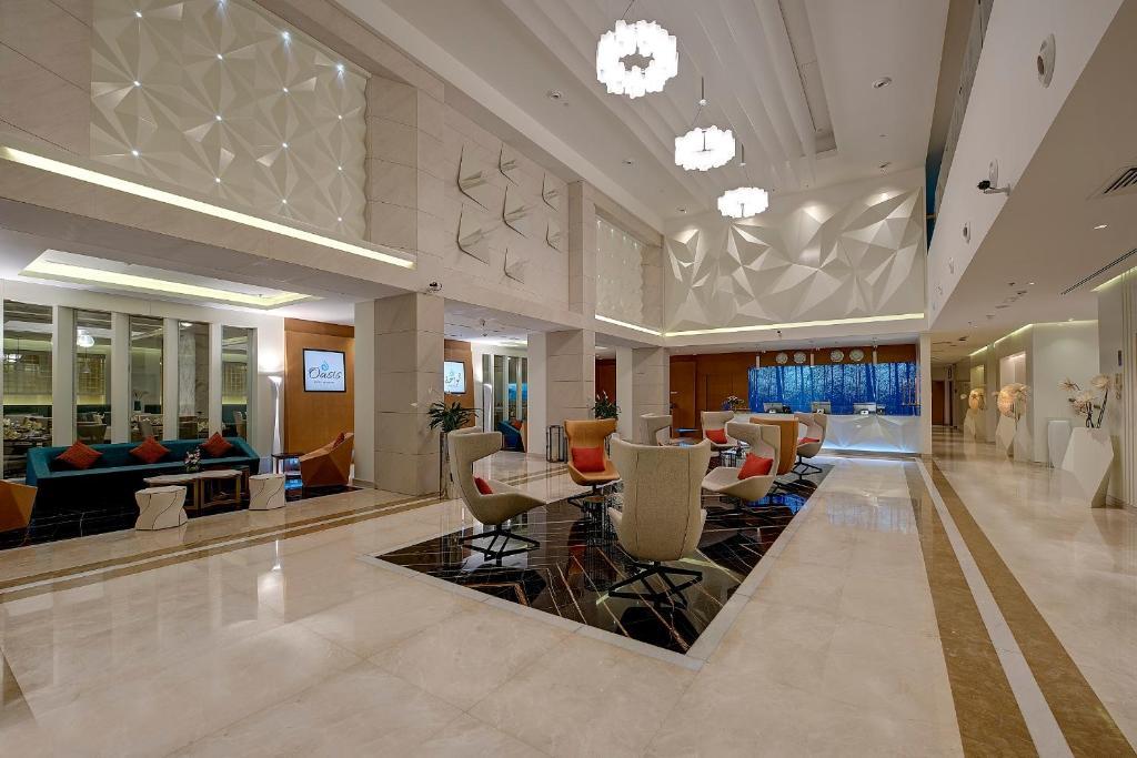 Лобби или стойка регистрации в Royal Continental Hotel