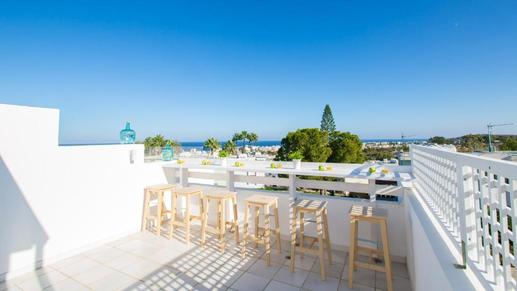 A balcony or terrace at Oceanview Townhouse 210