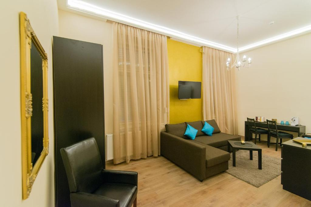 A seating area at Budapest Heart Suites