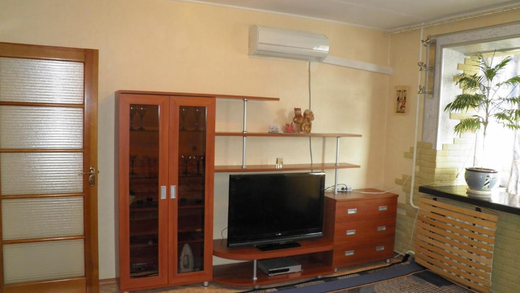 A television and/or entertainment center at Apartments on Kozhara 5
