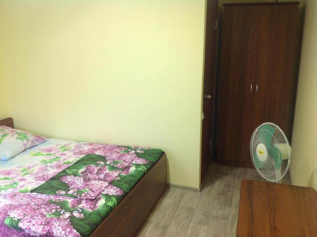 A bed or beds in a room at Mini Hotel Lazurnaya Buxta