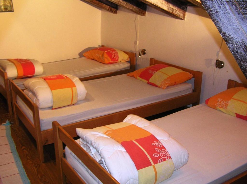 Postelja oz. postelje v sobi nastanitve Pliskovica Youth Hostel