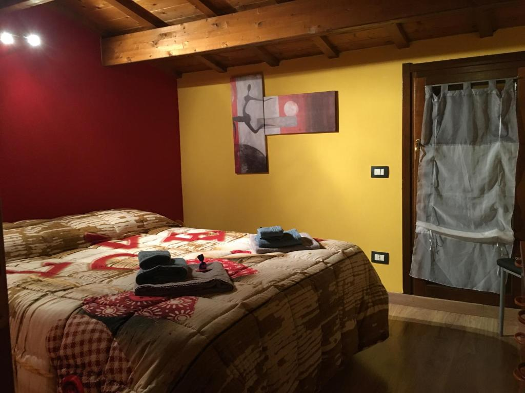 A bed or beds in a room at Domoruja B&B