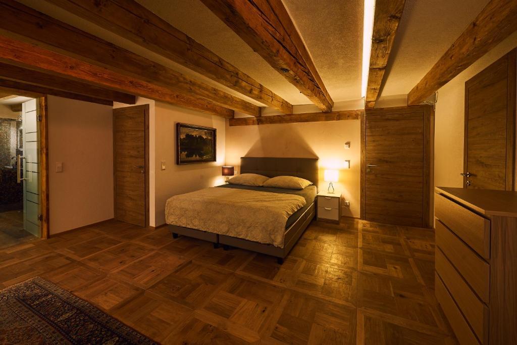 Ein Bett oder Betten in einem Zimmer der Unterkunft Morzgerhof