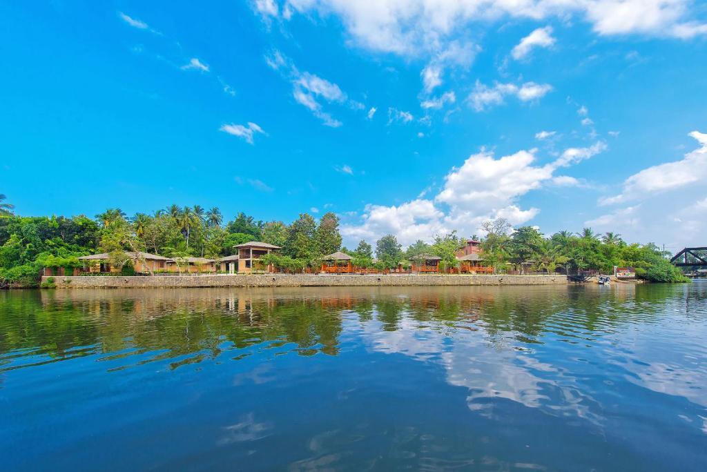 Karunakarala Ayurveda Resortの敷地内または近くにあるプール