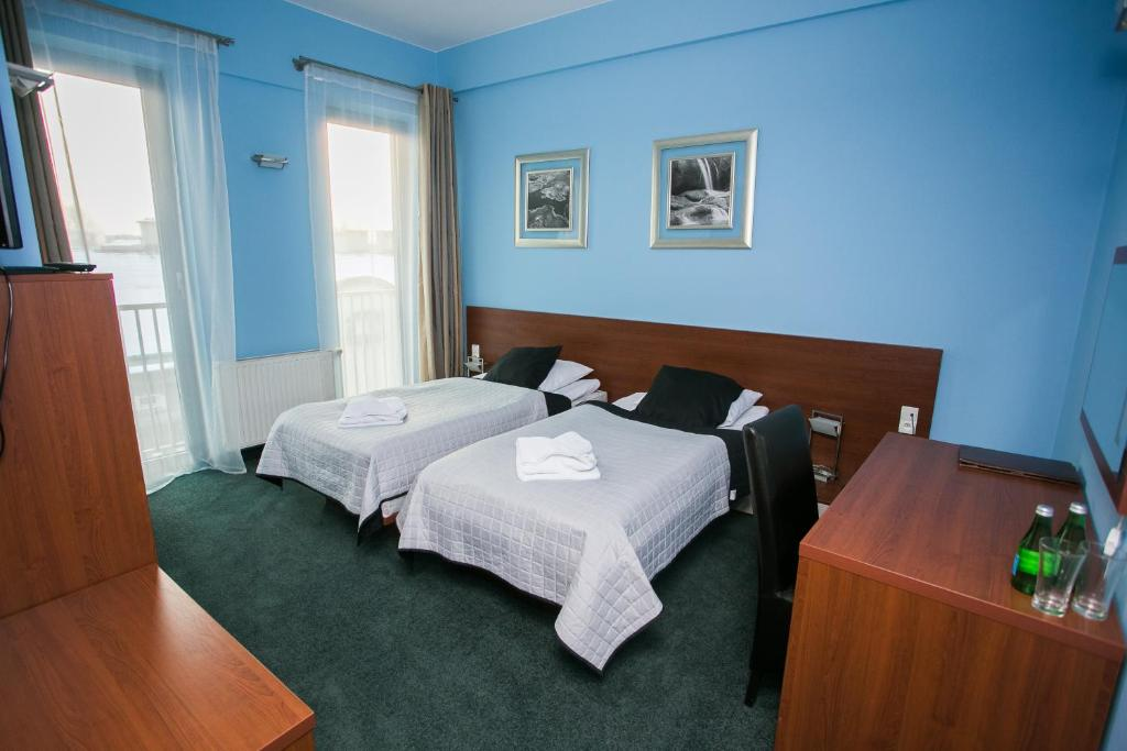 A bed or beds in a room at Hotel Poleski