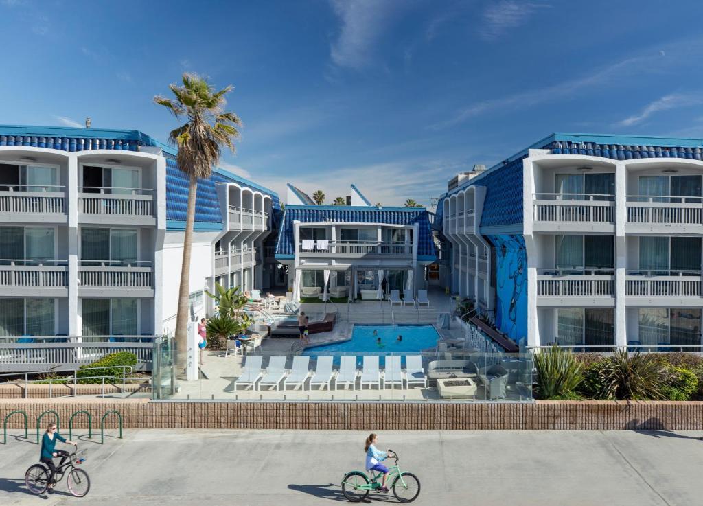 Vue sur la piscine de l'établissement Blue Sea Beach Hotel ou sur une piscine à proximité
