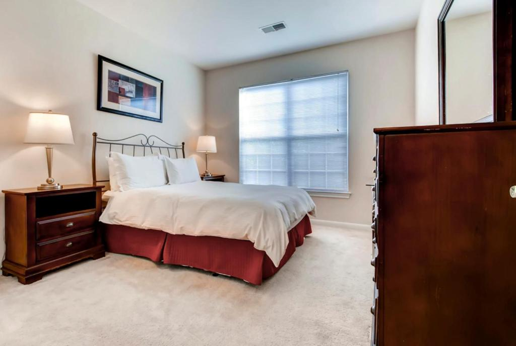Global Luxury Suites at the Junction