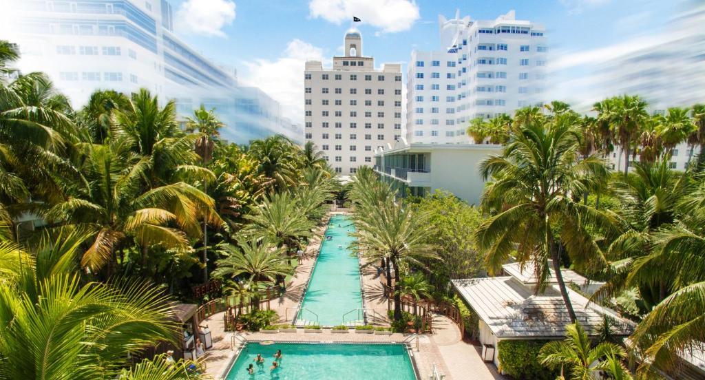 Uma vista da piscina em National Hotel, An Ocean Front Resort ou nos arredores