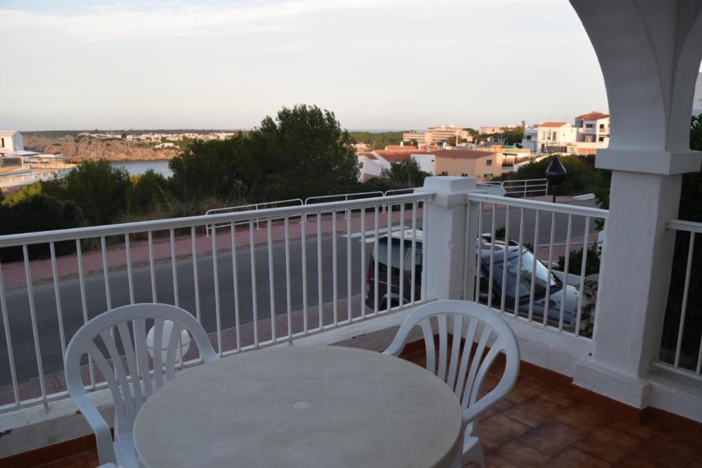Ein Balkon oder eine Terrasse in der Unterkunft Apartamentos Castell Sol