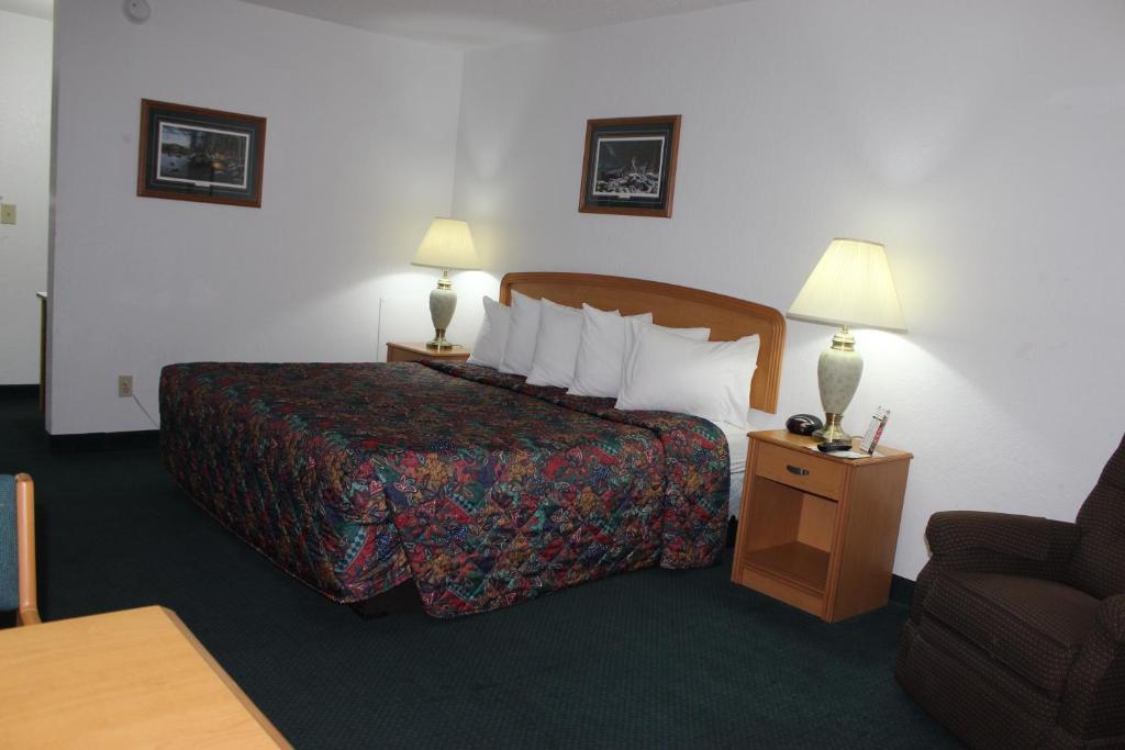 A room at America's Best Value Inn Grand Forks.
